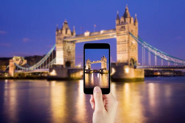 Taking photo of London Bridge with mobile phone